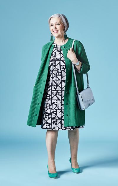 Sirkka Kuula, ja graafinen mekko vihreällä neuleella