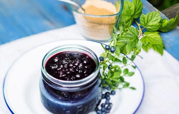 Lakritsalla maustettu mustikka-mustaherukkahillo