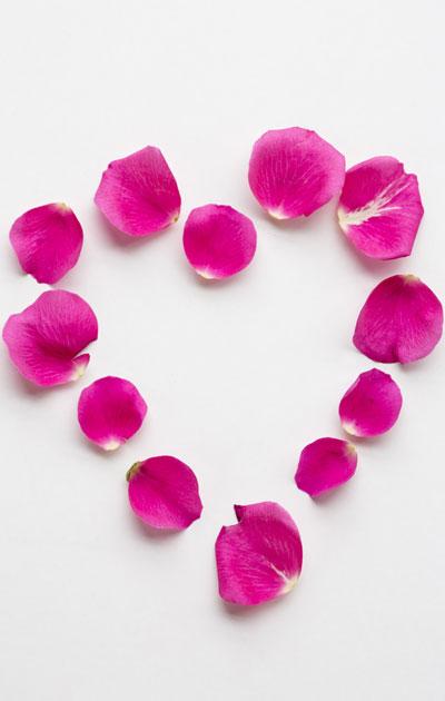sydän ruusunlehdistä