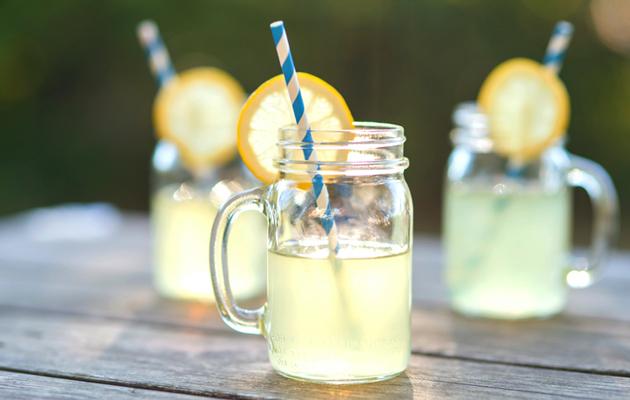 Alkoholittomat kesäjuomat sopivat arkeen ja juhlaan.