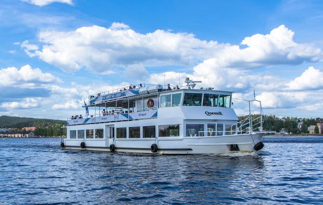 Mikkelin satamasta risteilevä Queen-laiva vesillä.