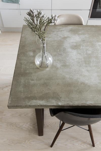 16Juin yrityksen betonipöytä