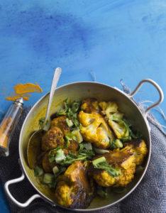 Currymausteseos tekee kasvispadasta eksoottisen makuisen.