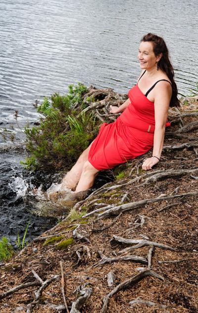 Johanna Vuoksenmaa rannalla