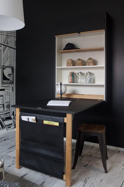 Seinään integroitu työpöytä