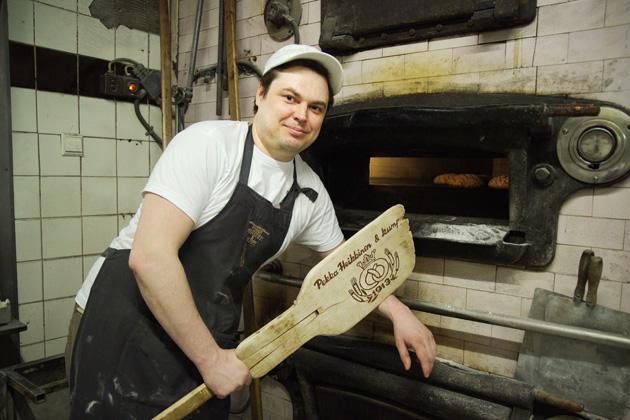 Juuso Marin ja legendaarinen puilla lämmitettävä leivinuuni.