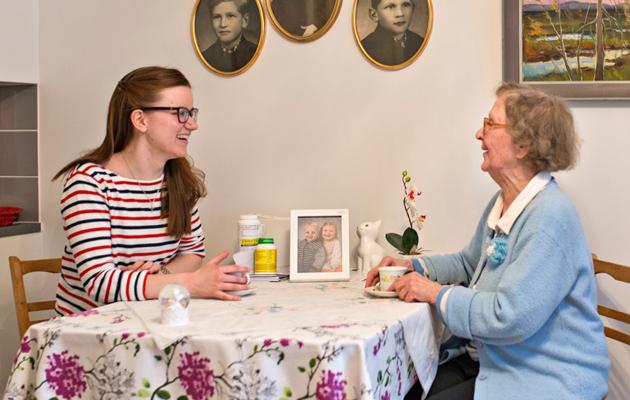 Janette ja Annikki palvelutalossa