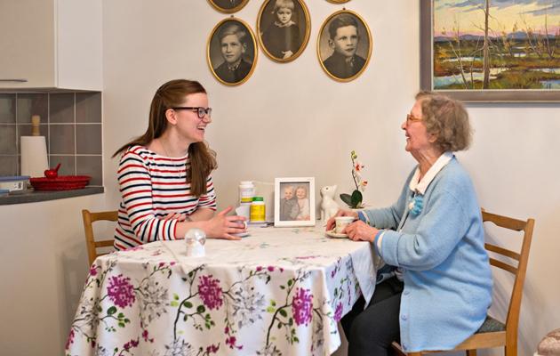 Annikki ja Janette palvelutalossa