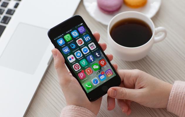 Sovellukset älypuhelimen näytöllä