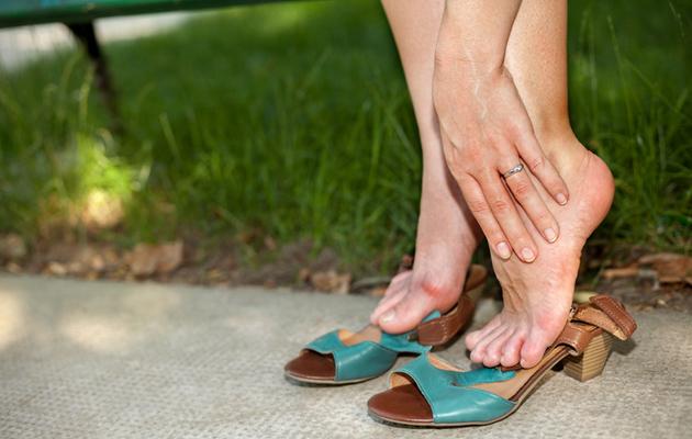 Jalkojen turvotus on monelle tuttu vaiva.