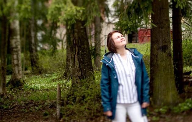 Sari Vähäkuopus metsässä
