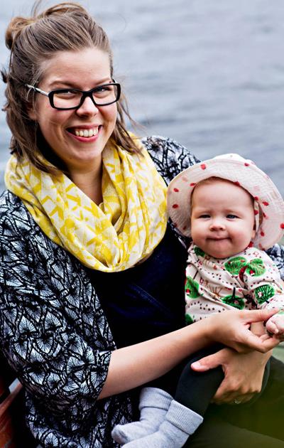 Tiina Haukijärvi Helmi-tyttären kanssa