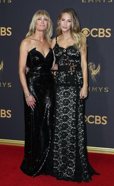 House of Cards -sarjassa näyttelevä Robin Wright Penn ja hänen tyttärensä Dylan Frances Penn.