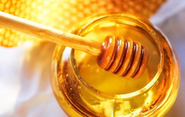 Hunaja on makeampi kuin sokeri.