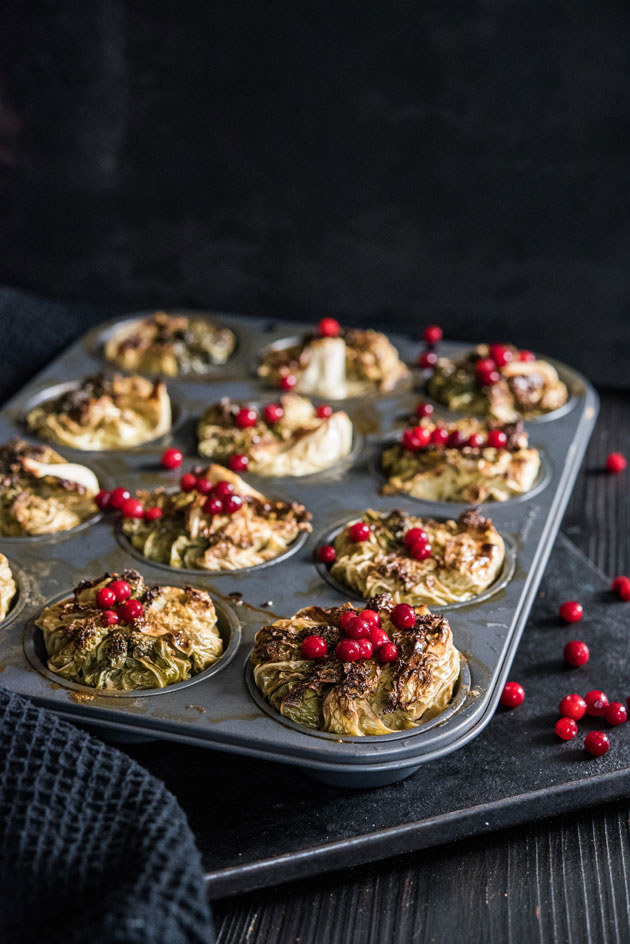 Muffinivuoka tulee avuksi kaalikääryleitä tehdessä.