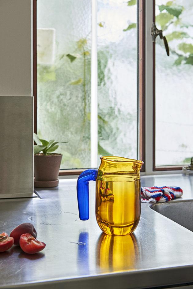keltainen lasikannu