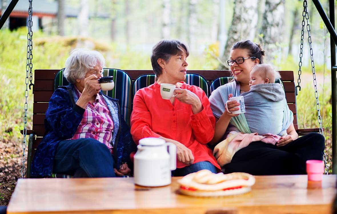 Neljä sukupolvea samalla mökilla