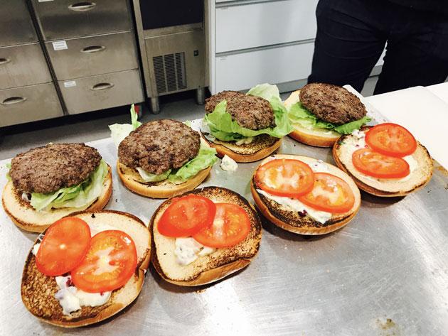 Täydellinen burgeri onnistuu ammattilaisen ohjeella.