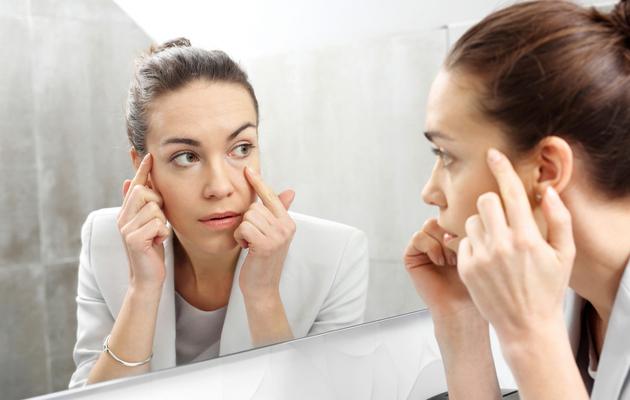 Silmäpussit ovat yleensä kosmeettinen vaiva, joka ei haittaa terveyttä.