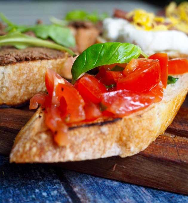 Kuva - Crostini rossi eli toscanalaiset tomaattileivät
