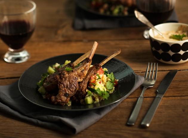 tulista lammasta, tabbouleh-salaattia ja minttujogurttikastiketta
