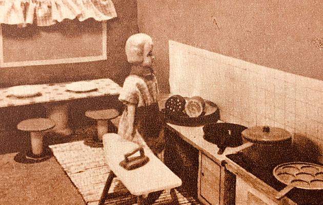 Nukkekodin keittiössä on pieniä astioita.