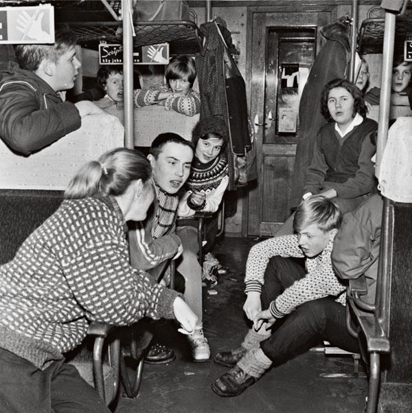 1960-luvun nuoria junassa