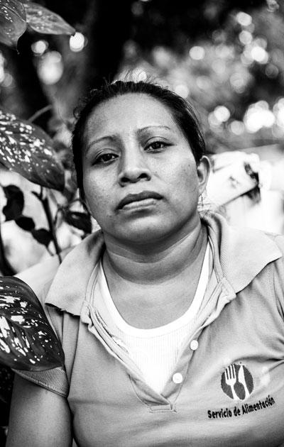 Teodora on tuomittu keskenmenosta 30 vuodeksi vankilaan. Meeri Koutaniemen kuva teoksessa Ilopangon vankilan naiset.