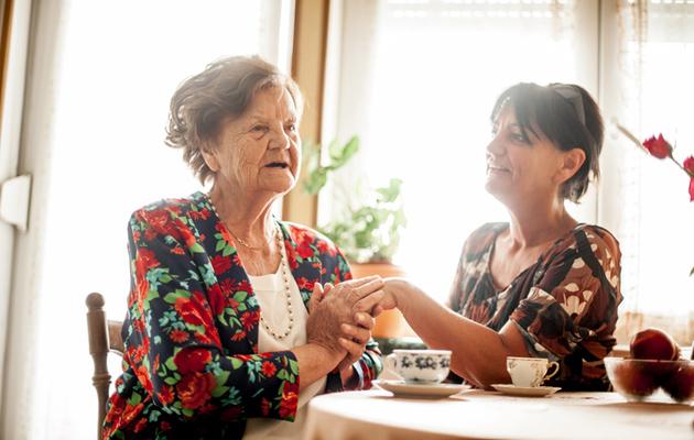 Omaishoitaja on läheiselleen tärkeä tuki.