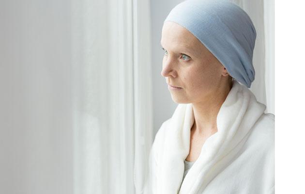 Rintasyöpää sairastava nainen