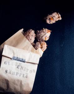 gluteenittomat saksannpähkinä-aprikoosisämpylät