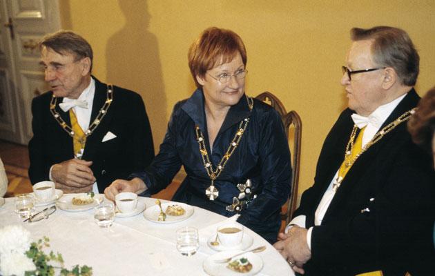 Tarja Halonen sai vieraakseen presidentti Koiviston ja Ahtisaaren