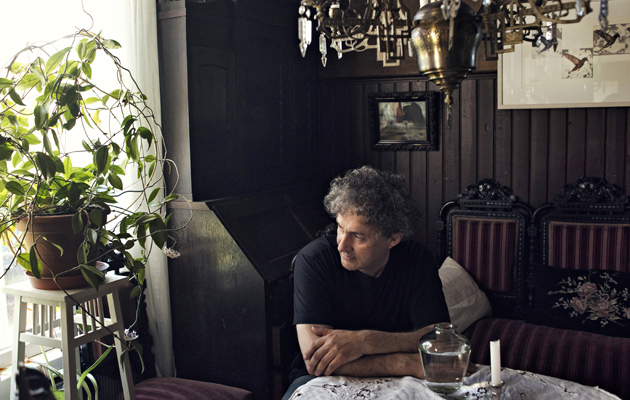 Kuvataiteilija Osmo Rauhala pitää sukunsa Siuron tilaa.