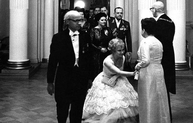 Vuonna 1965 itsenäisyyspäivän vastaanottoa isännöi presidentti Urho Kekkonen ja rouva Sylvi Kekkonen.