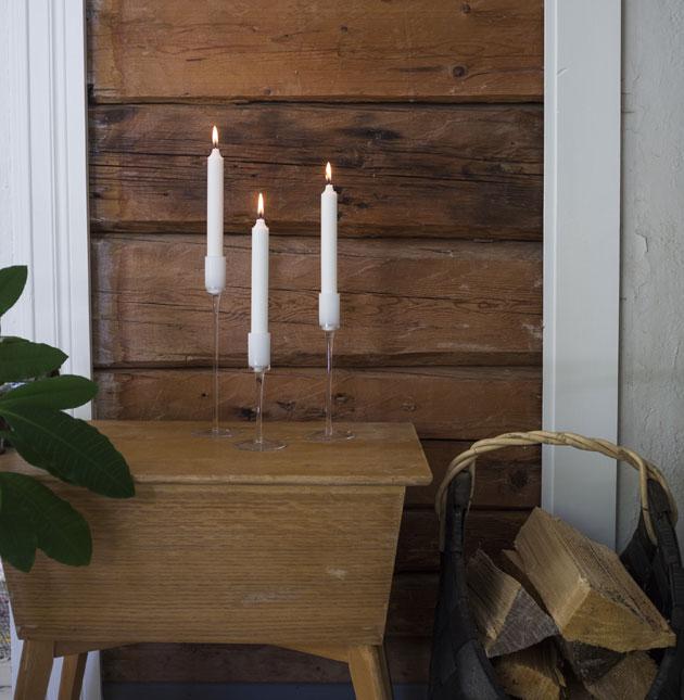 kolme kynttilänjalkaa