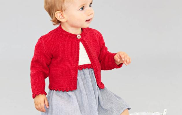 Tonttutytön punainen jakku ja yhteen sopiva mekko