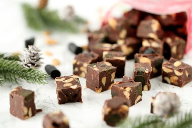suklaafudget lakritsilla ja pähkinöillä
