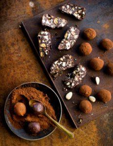 rapeat suklaakeksit ja suklaa-lakritsi-mantelitryffelit