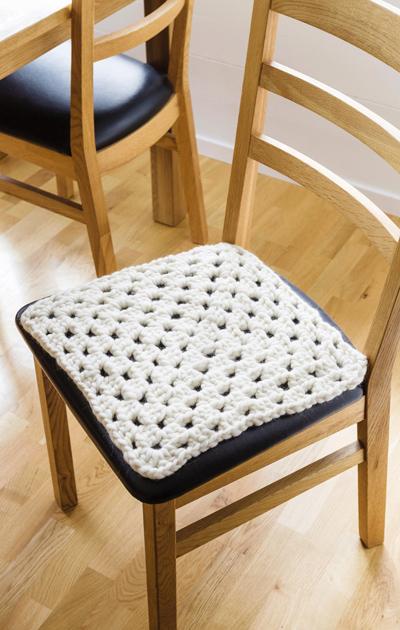 Virkattu tuolinpäällinen