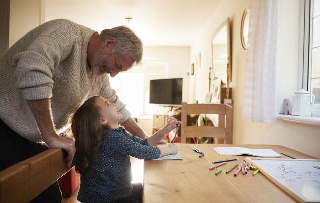 Yhdessä olo on tärkeää lapselle ja isovanhemmalle.