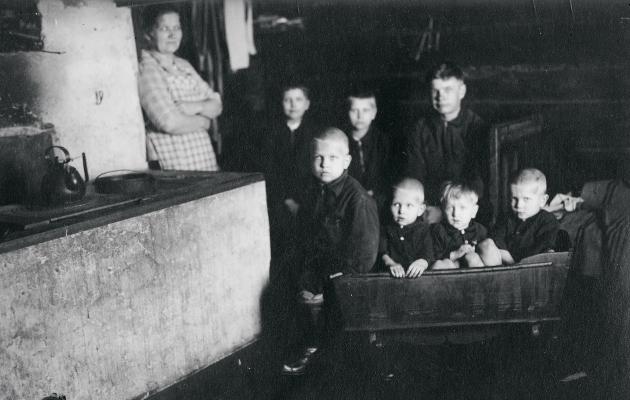 Mäkitupalaisen perhe vuonna 1938 sai myös vaate apua.
