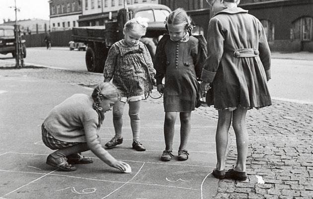 Kuva - Sukuhistoria, kauno ja kirkonrotta – nämä 10 asiaa voit opettaa lapsenlapsillesi