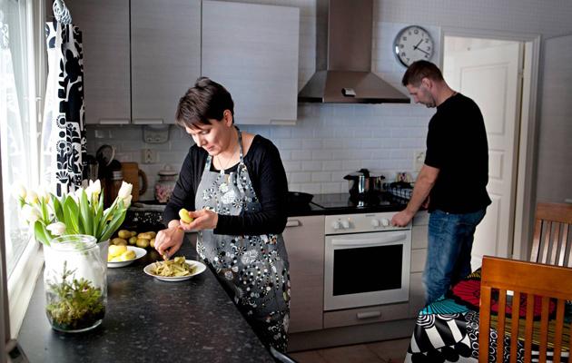 Mariel ja Miika keittiössä
