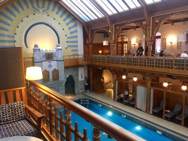 Kuva - Kylpylälomalle Tukholmaan? Sturebadetissa rentoudut nostalgisessa kylpylämiljöössä