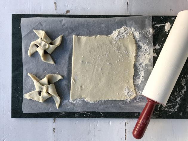Marmorinen laatta toimii leivonta-alustana.