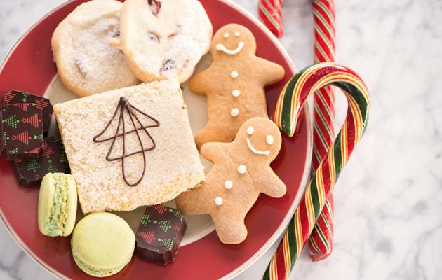 Pipareita, leivonnaisia ja joulukarkkeja