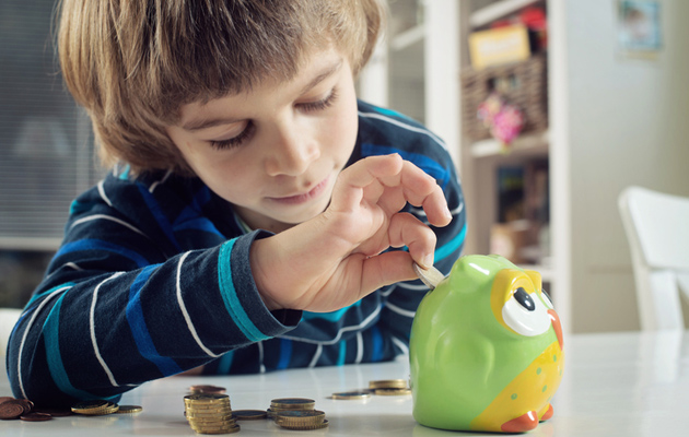 Viikkoraha opettaa lapselle rahankäyttöä.