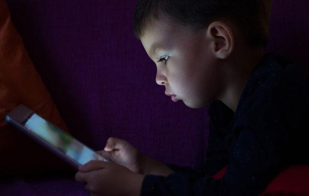 Lapsi koukuttuu nettipeleihin nopeasti.
