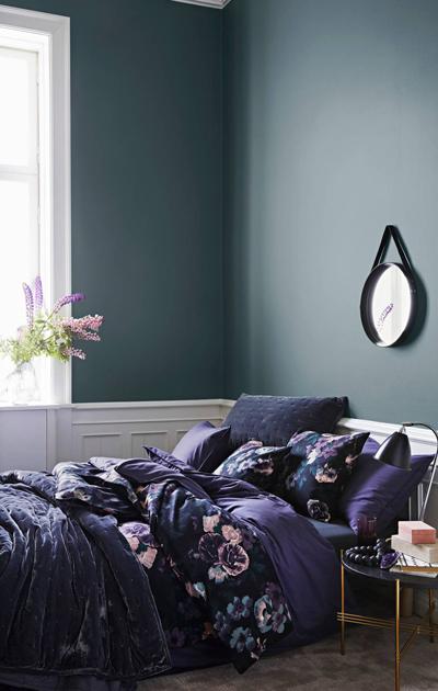 Makuuhuone, messinki ja roosa