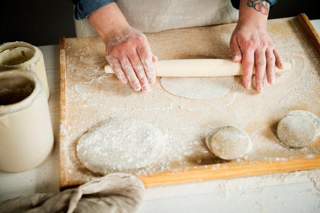 karjalanpiirakoiden leipominen